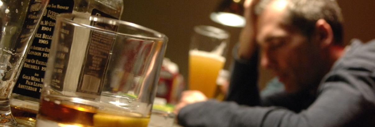 Sei cresciuto con una persona per cui l'alcol è un problema?